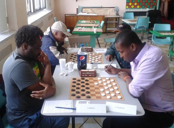 Souleymane et Junior lors de leur partie de dernière ronde.