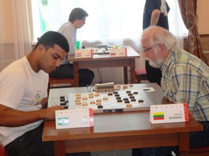 Allan Silva vs Edvard Buzinski (1-1) lors la ronde 7.